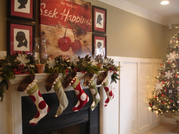 RMS-smacklem_cottage-chic-christmas-mantel_s4x3_lg