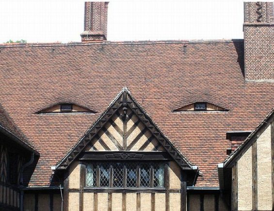 face-house-scary