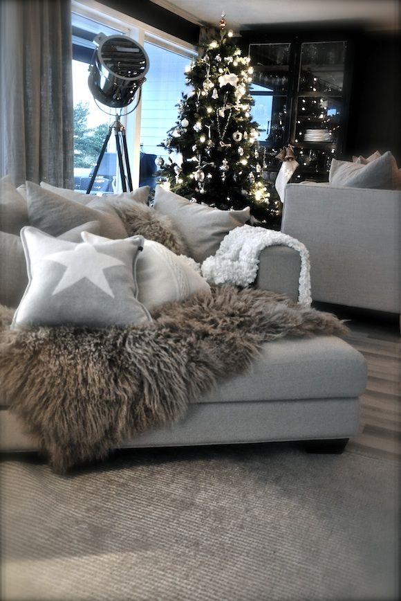 10 simple ideas for a cosy christmas living room for Modern holiday decorations for home