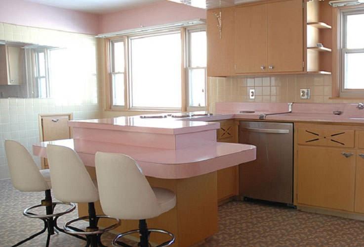 Man-buys-house-discovers-1950's-kitchen-that-hasn't-been-touched-for-50-years-990x500