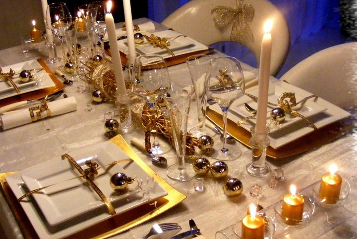 gold_-dining_table_christmas_deco_ideas