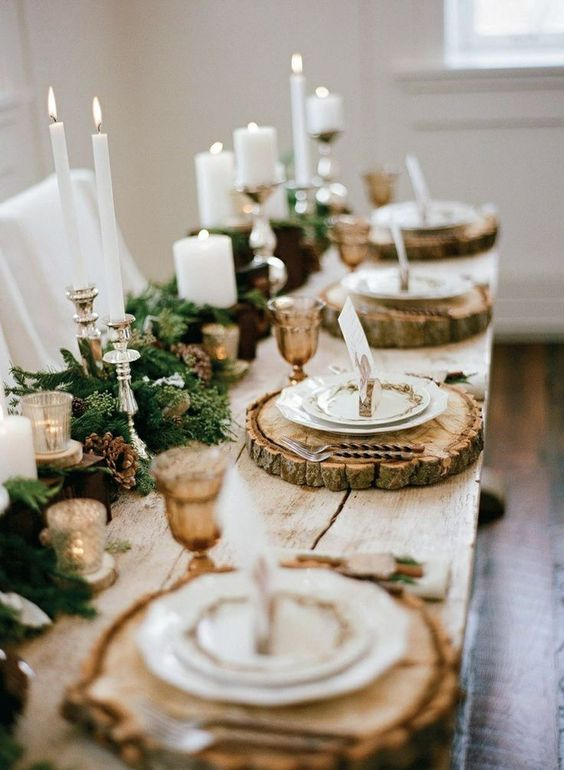 Natural Place Setting with Place setting of wood slice placemats