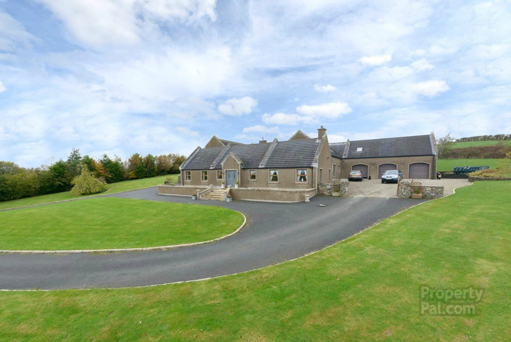 Drumlin Lodge, 135 Carryduff Road, Temple